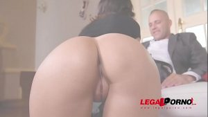 Leggy brunette Alyssia Kent squats above his hard cock for a Christmas fuck GP389