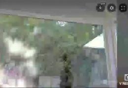 Chica se desnuda frente a la camara